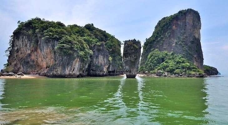 rots-james-bond-eiland-phuket