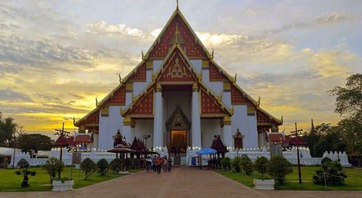 Wihan Phra Mongkhon Bophit ayutthaya vanuit bangkok