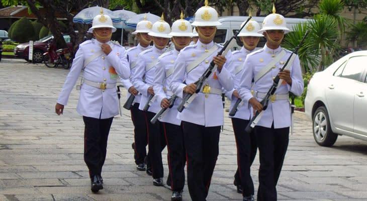 koninklijk paleis bangkok guards